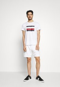 Tommy Hilfiger - CORP STRIPE BOX TEE - Print T-shirt - white - 1
