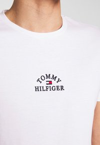 Tommy Hilfiger - ARCH TEE - T-Shirt print - white - 4