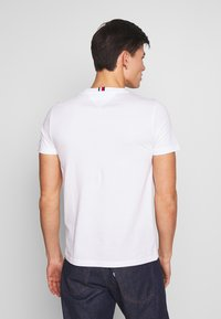 Tommy Hilfiger - ARCH TEE - T-Shirt print - white - 2
