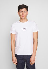 Tommy Hilfiger - ARCH TEE - T-Shirt print - white - 0