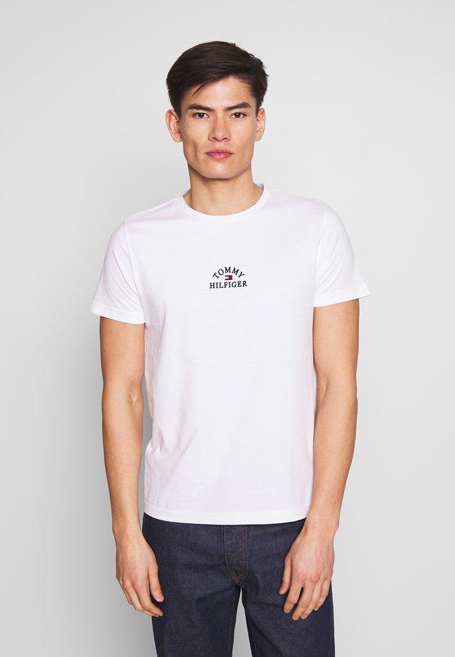 ARCH TEE - Camiseta estampada - white