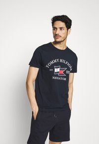 Tommy Hilfiger - FOLDED FLAG TEE - Print T-shirt - blue - 0