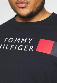 Tommy Hilfiger - STRIPE TEE - T-shirt con stampa - blue - 5