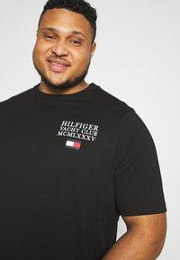 Tommy Hilfiger - YACHT CLUB TEE - Print T-shirt - black - 3