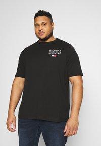 Tommy Hilfiger - YACHT CLUB TEE - Print T-shirt - black - 0