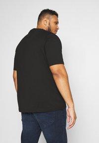 Tommy Hilfiger - YACHT CLUB TEE - Print T-shirt - black - 2