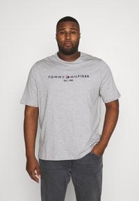 Tommy Hilfiger - LOGO TEE - T-shirt con stampa - grey - 0