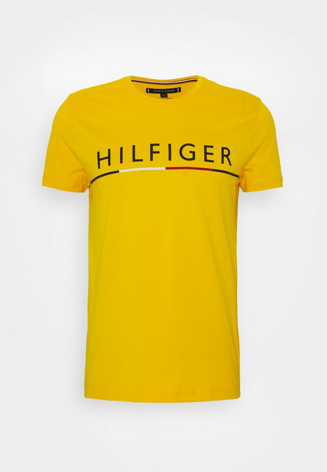 GLOBAL STRIPE TEE - Triko s potiskem - yellow