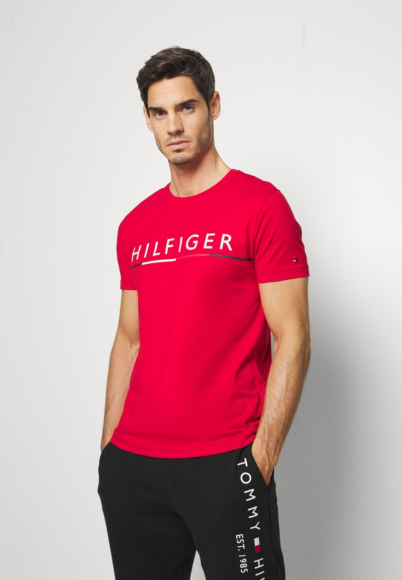 Tommy Hilfiger - GLOBAL STRIPE TEE - T-shirt con stampa - red