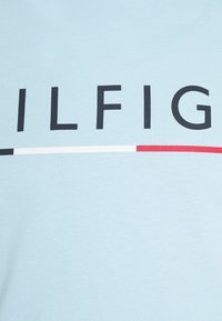 Tommy Hilfiger - GLOBAL STRIPE TEE - Printtipaita - blue - 2