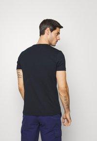 Tommy Hilfiger - COOL FADE TEE - Print T-shirt - blue - 2