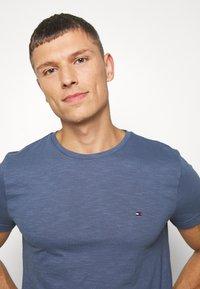 Tommy Hilfiger - SLUB TEE - Basic T-shirt - blue - 4