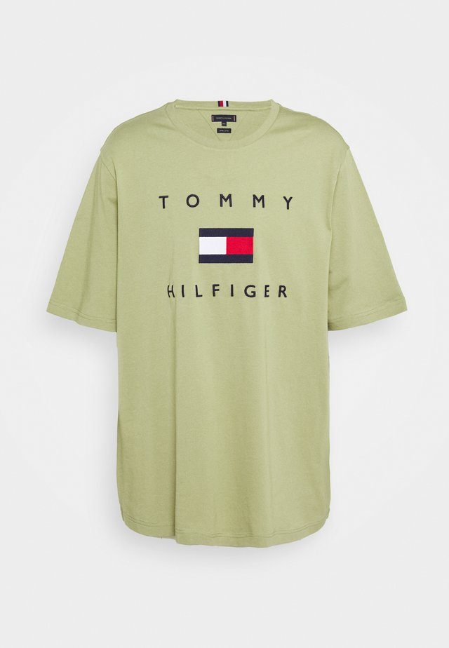 FLAG TEE - Camiseta estampada - green