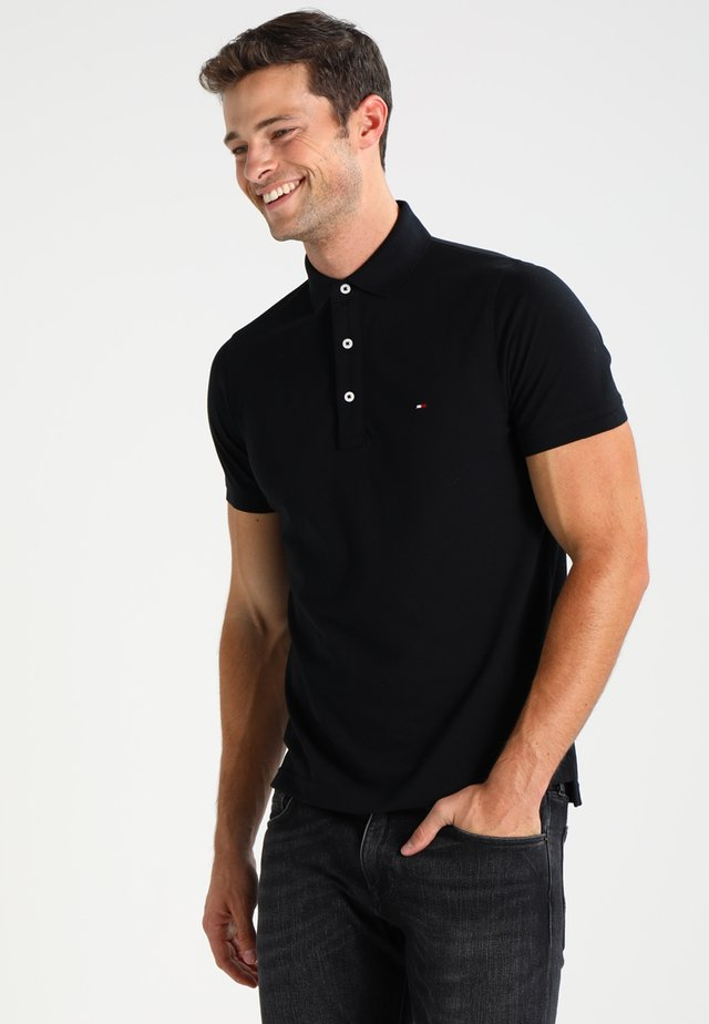 SLIM FIT - Polo shirt - flag black