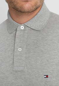 Tommy Hilfiger - CORE REGULAR FIT - Polo - cloud heather - 4