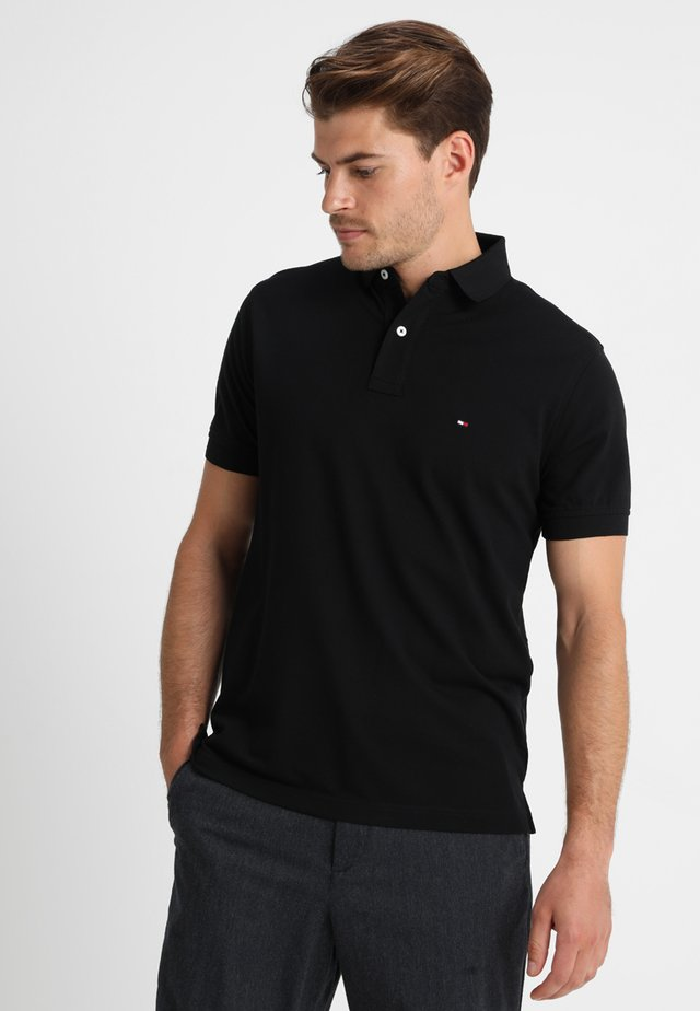 CORE REGULAR FIT - Polo shirt - flag black