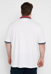 Tommy Hilfiger - CONTRAST PLACKET BADGE - Koszulka polo - white - 2