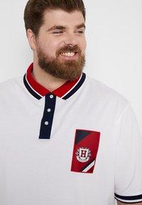 Tommy Hilfiger - CONTRAST PLACKET BADGE - Koszulka polo - white - 4