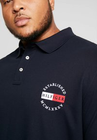 Tommy Hilfiger - BASIC BADGE REGULAR - Polo - blue - 5