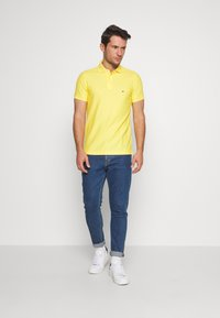 Tommy Hilfiger - HILFIGER SLIM POLO - Piké - yellow - 1