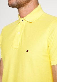 Tommy Hilfiger - HILFIGER SLIM POLO - Piké - yellow - 5