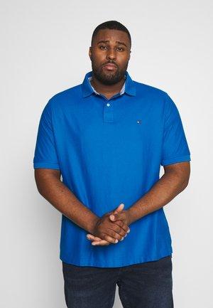 REGULAR FIT - Poloskjorter - blue
