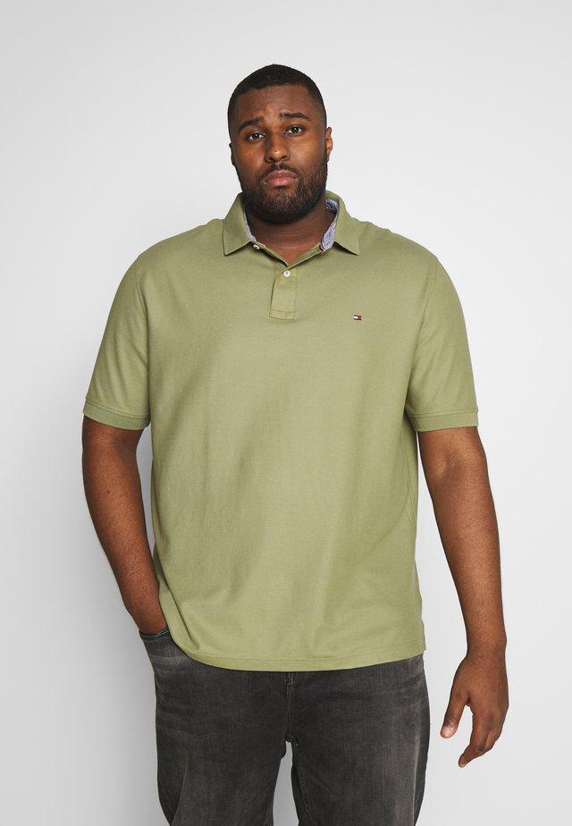 REGULAR FIT - Polo shirt - green