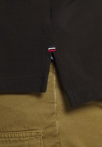 Tommy Hilfiger - SHOULDER INSERT - Poloshirt - black - 5
