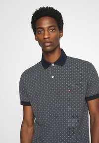 Tommy Hilfiger - MICRO PRINT REGULAR - Polo - blue - 4