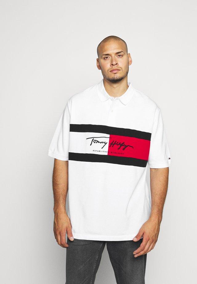 AUTOGRAPH FLAG - Polo shirt - white
