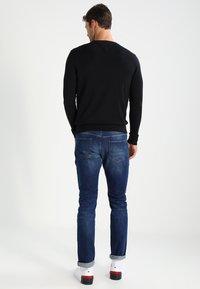 Tommy Hilfiger - C-NECK - Pullover - flag black - 2