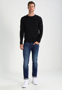 Tommy Hilfiger - C-NECK - Pullover - flag black - 1