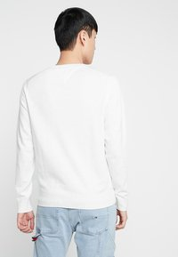 Tommy Hilfiger - CREW NECK - Jumper - white - 2