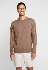 Tommy Hilfiger - PIMA CREW NECK - Neule - brown - 0