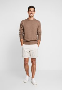 Tommy Hilfiger - PIMA CREW NECK - Neule - brown - 1