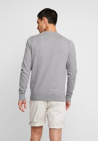 Tommy Hilfiger - PIMA CREW NECK - Stickad tröja - grey - 2