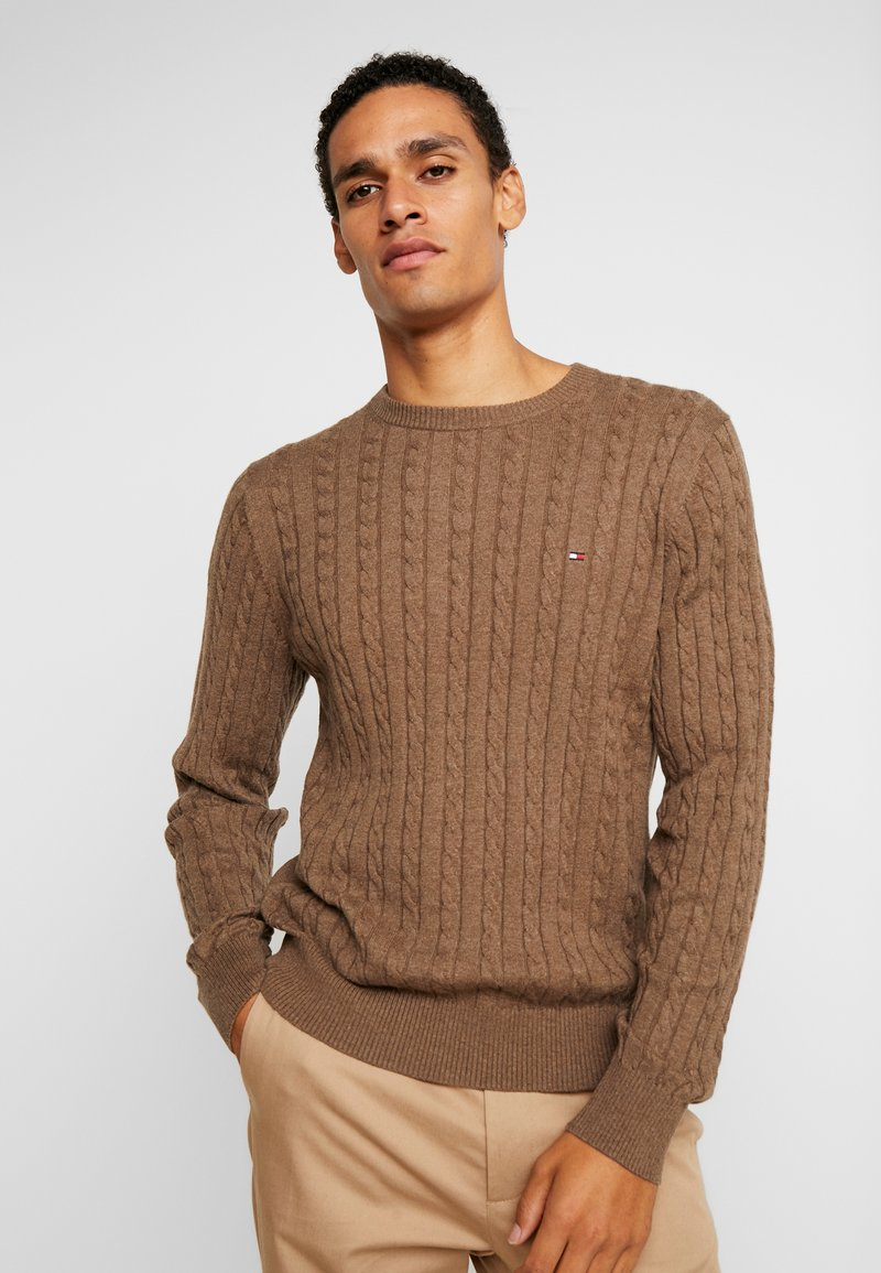 Tommy Hilfiger - CLASSIC CABLE CREW NECK - Neule - brown