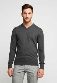 Tommy Hilfiger - PIMA V NECK - Stickad tröja - grey - 0