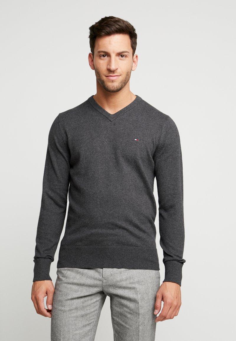 Tommy Hilfiger - PIMA V NECK - Stickad tröja - grey