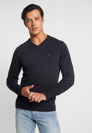 PIMA V NECK - Stickad tröja - black