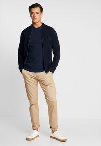 Tommy Hilfiger - RICECORN BASEBALL ZIP THROUGH - Kardigan - blue - 1