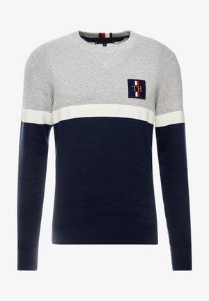 CHEST BRANDED COLORBLOCK SWEATER - Stickad tröja - grey