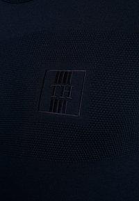 Tommy Hilfiger - PLACED STRUCTURE BRANDED - Stickad tröja - blue - 4