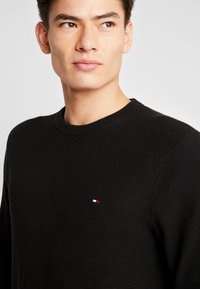 Tommy Hilfiger - CREW NECK - Strikkegenser - black - 4