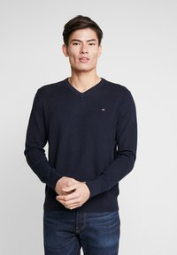 Tommy Hilfiger - STRUCTURED  V NECK - Strikkegenser - blue - 0