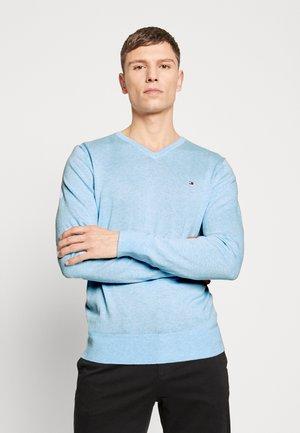 V NECK - Stickad tröja - blue