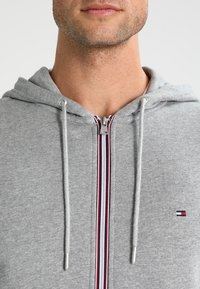Tommy Hilfiger - Sudadera con cremallera - cloud heather - 3