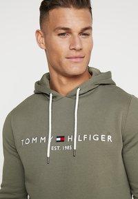 Tommy Hilfiger - LOGO HOODY - Felpa con cappuccio - green - 3