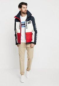 Tommy Hilfiger - LOGO BAND GRAPHIC - Sweatshirt - bright white - 1