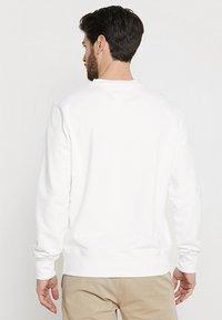 Tommy Hilfiger - LOGO BAND GRAPHIC - Sweatshirt - bright white - 2
